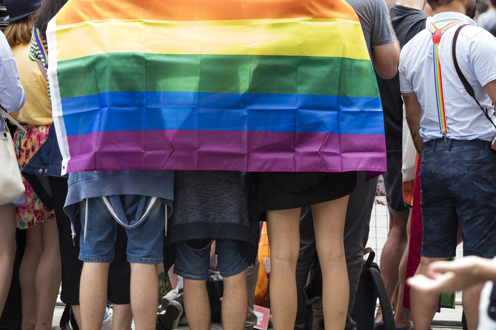 China despenalizó la homosexualidad en 1997 y fue eliminada de una lista de trastornos mentales en 2001. Pero en 2021, un tribunal confirmó un fallo de que un libro de texto que califica a la homosexualidad como un trastorno mental no es incorrecto.