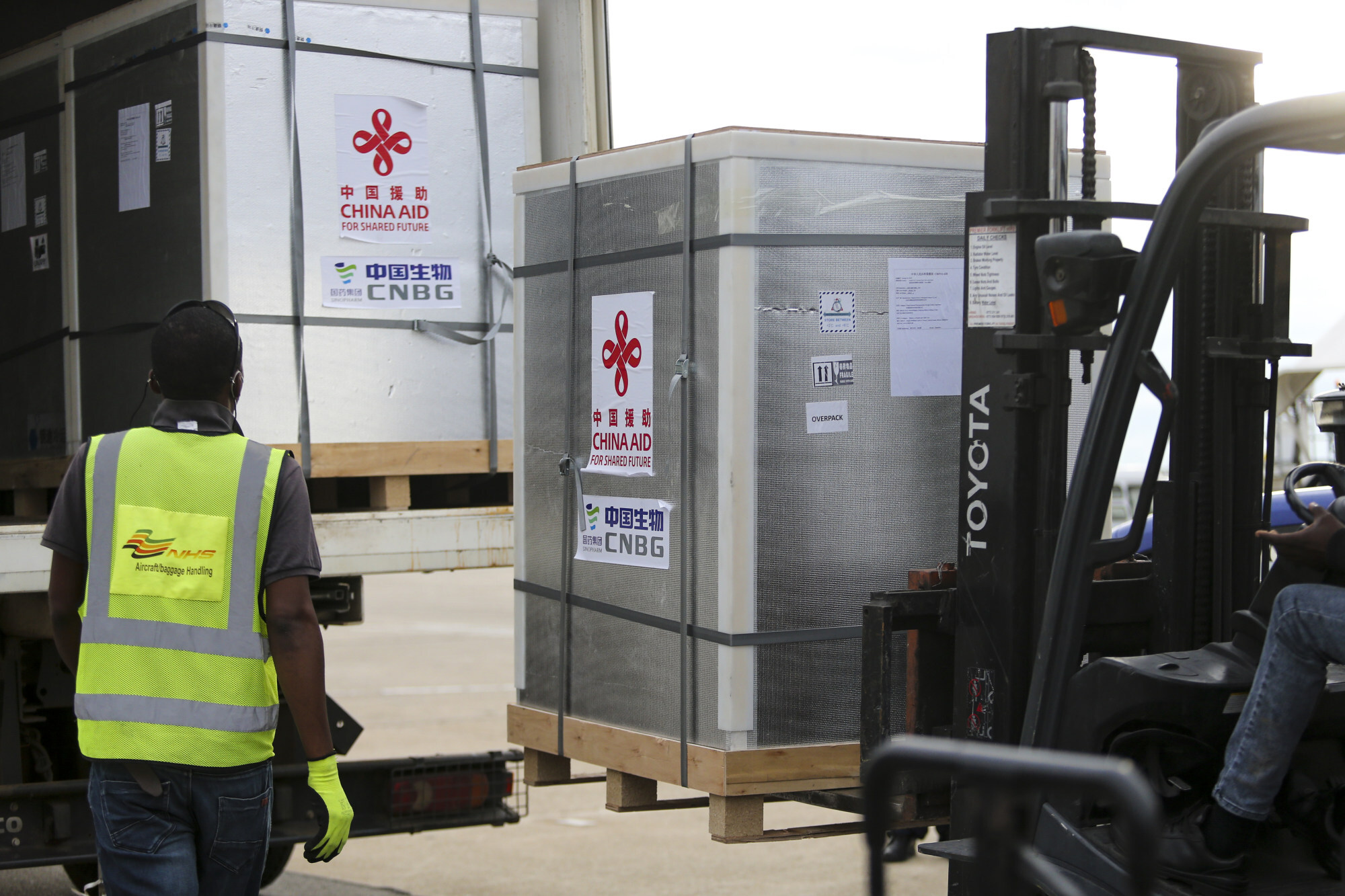 A shipment of 200,000 doses of Sinopharm's vaccine is loaded on a truck at the airport in Harare, Zimbabwe in February. Photo: Xinhua