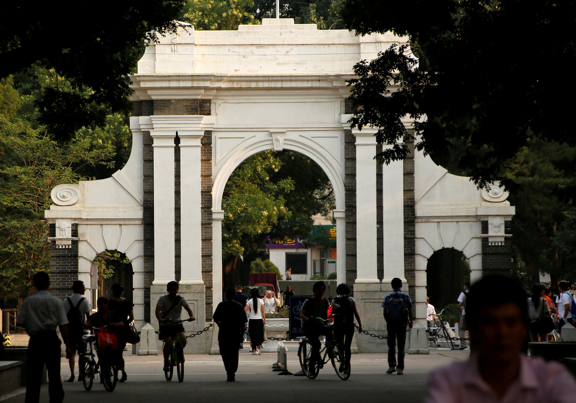 People are seen near the gate of Tsinghua University in 2016. Photo: Reuters