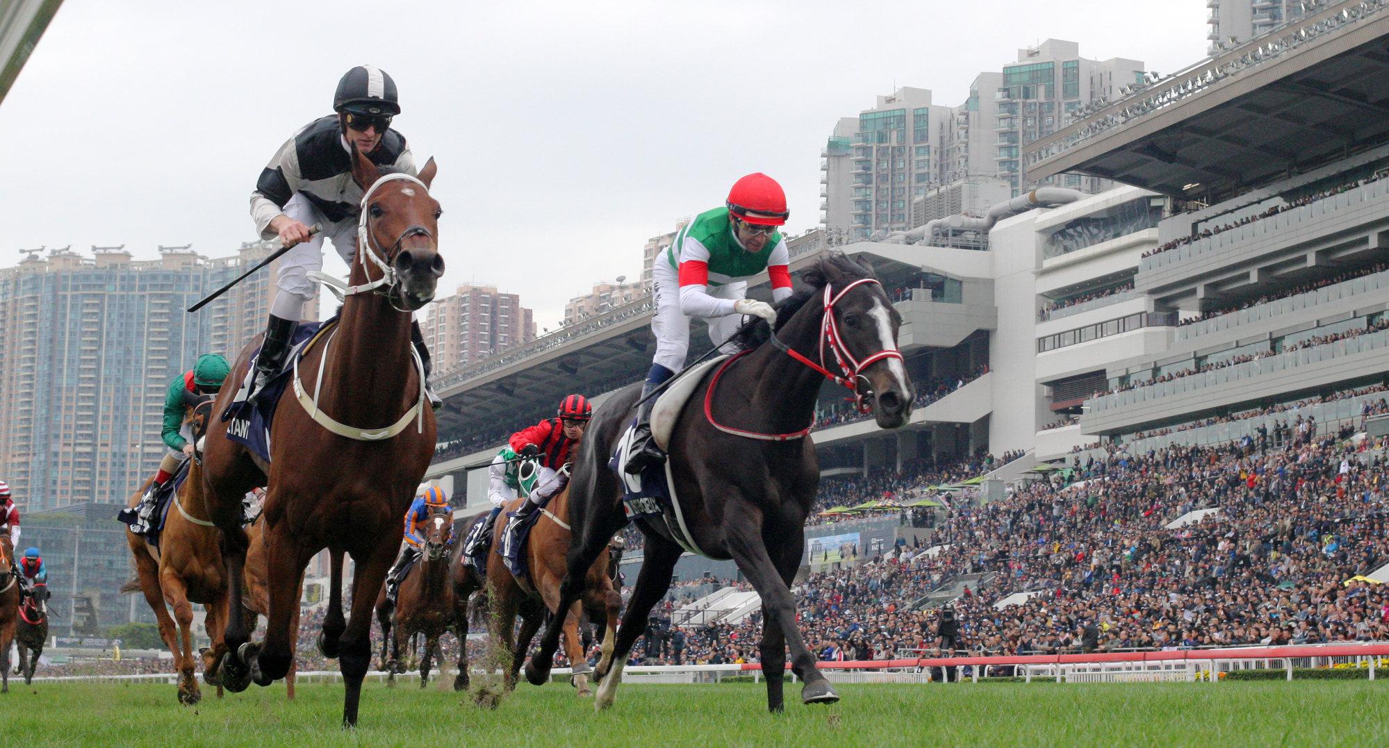 Exultant (left) defeats Lys Gracieux to win the 2018 Hong Kong Vase.