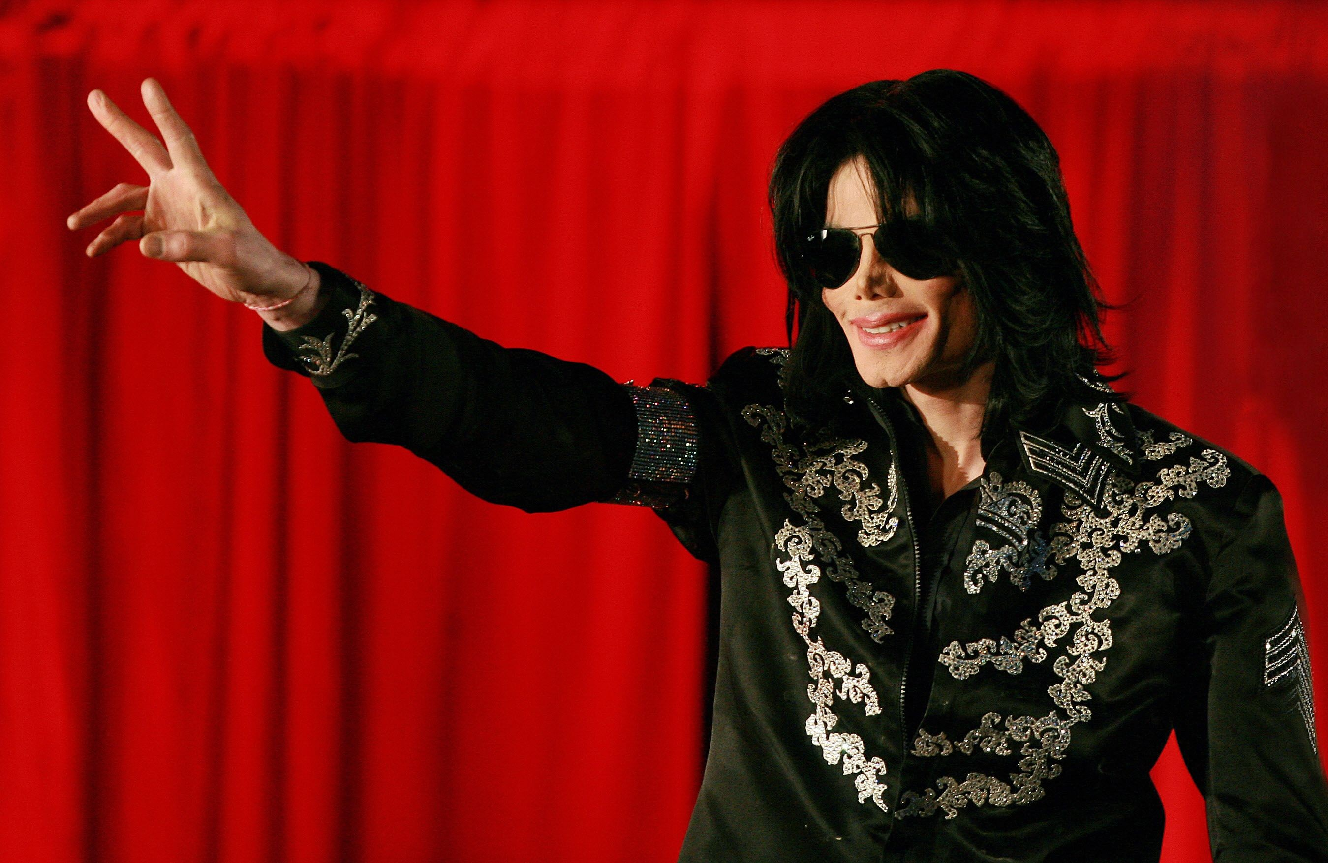 Michael Jackson-themed clothing to be pulled from Louis