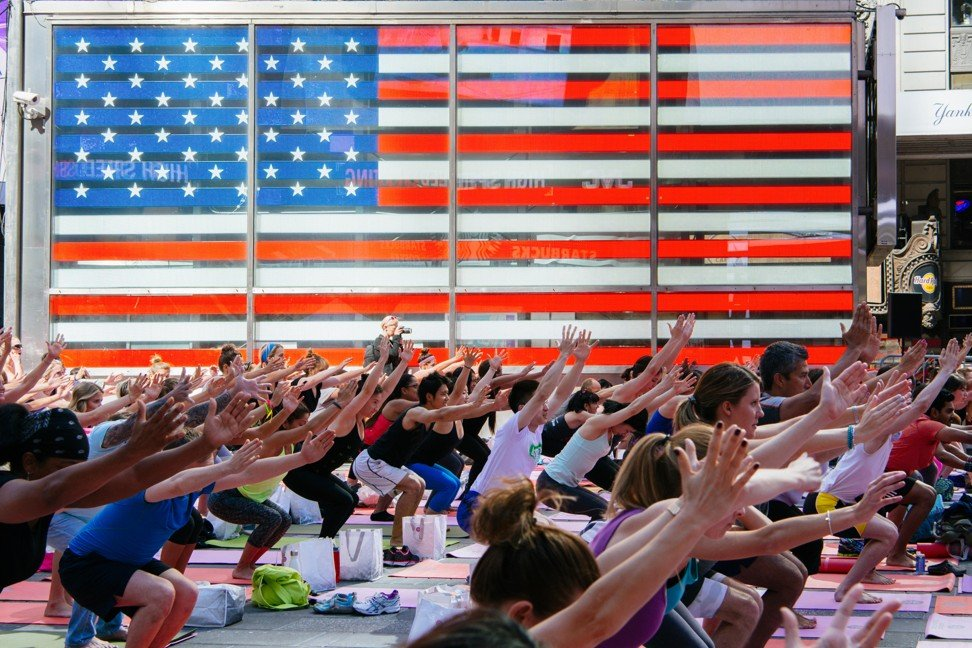 A yoga session in Times Square, New York, in the United States. Photo: Alamy