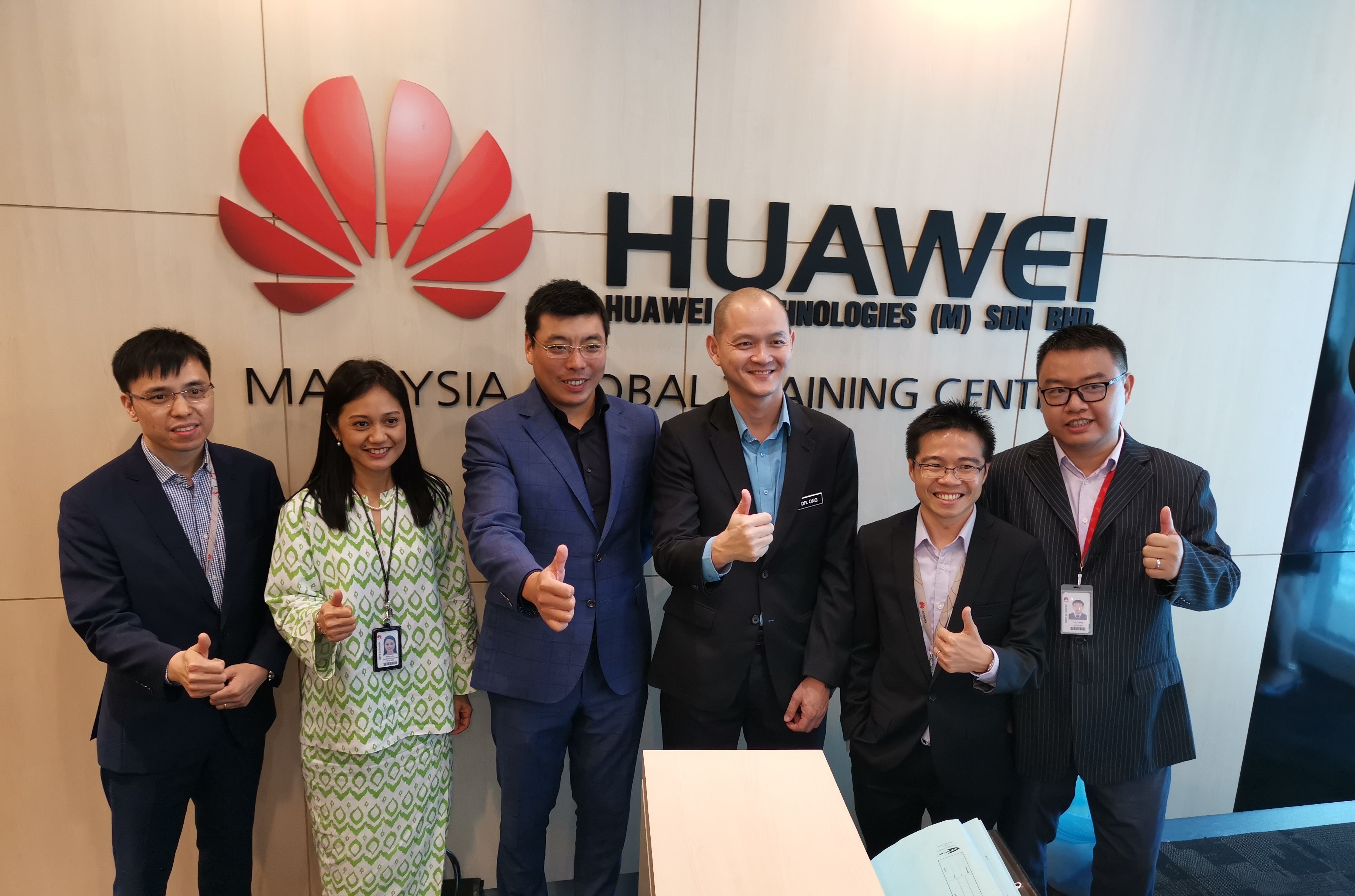 Singapore telecoms company M1 will be standing by China's Huawei