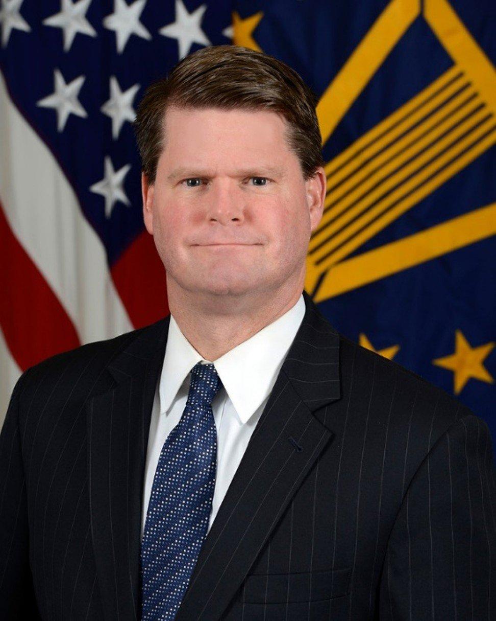 El alto funcionario de defensa, Randall Schriver, dice que los Estados Unidos deben diseñar una estrategia efectiva y coordinada con sus aliados para contrarrestar el ascenso de China.  Foto: Folleto