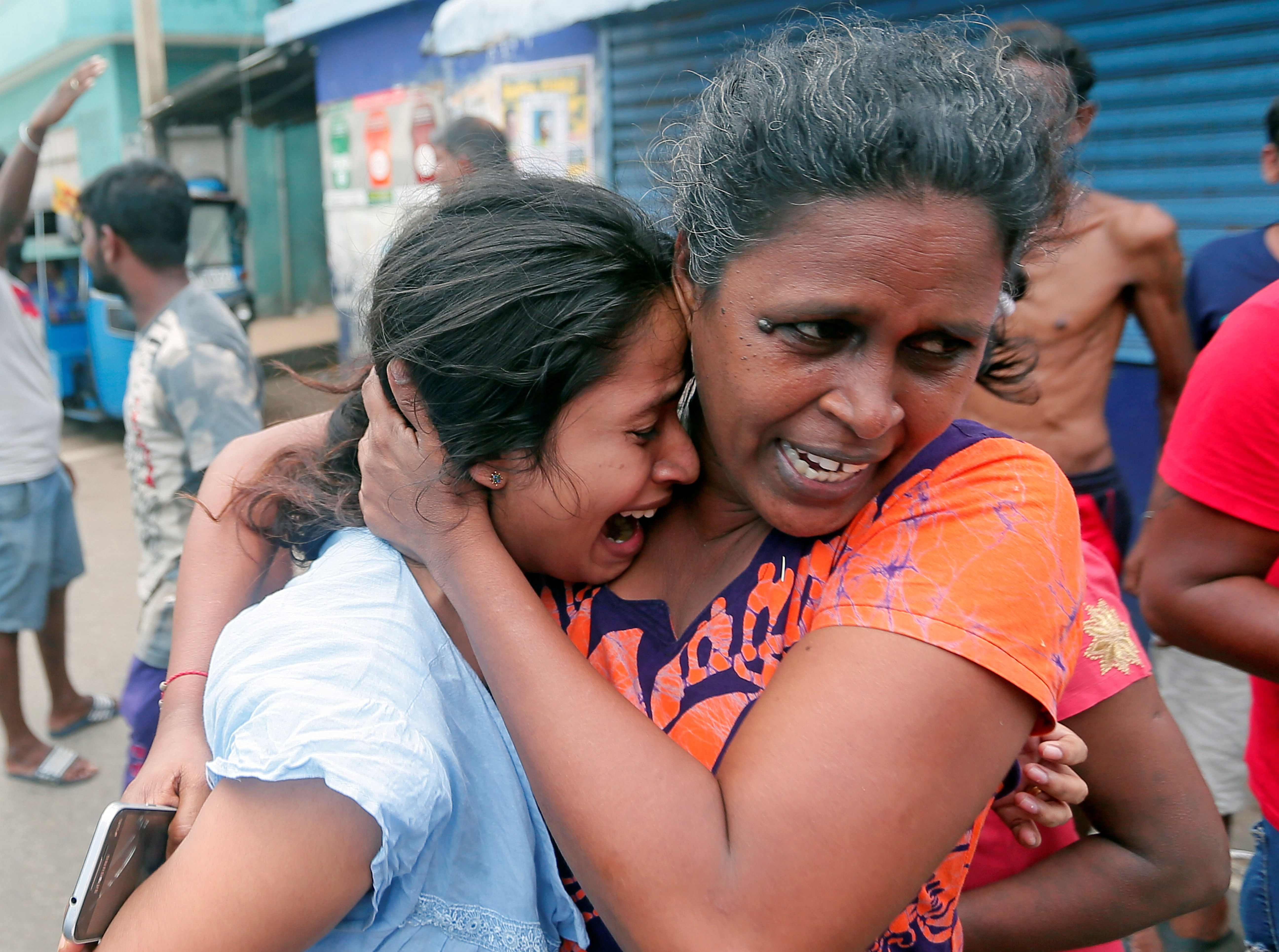 Sri Lanka suicide blasts: Islamic extremist group blamed for attack as government admits intelligence failings