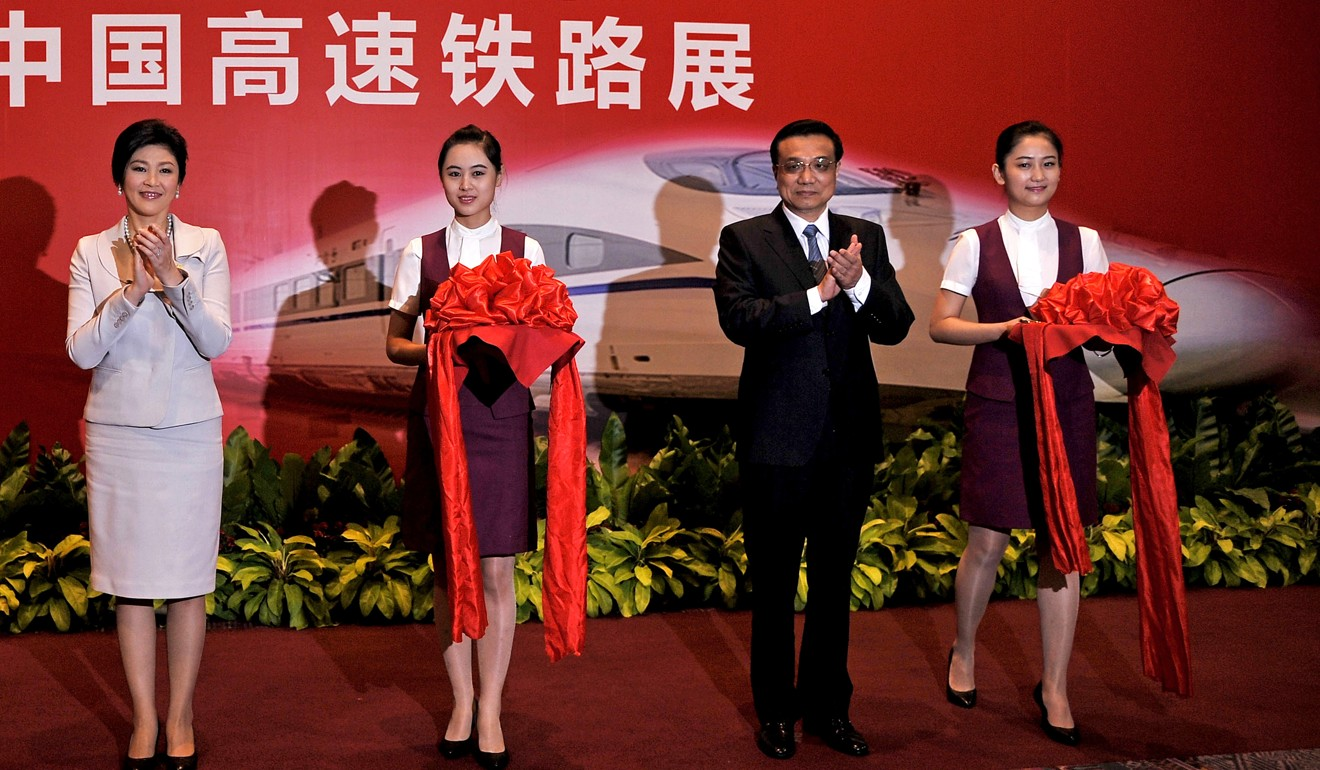 Former Thai prime minister Yingluck Shinawatra (left) and Chinese Premier Li Keqiang at a high-speed railway exhibition in 2013. Photo: AFP