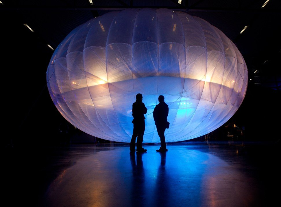 Visitors stand next to a high-altitude internet-beaming balloon developed by Loon, a subsidiary of Google parent Alphabet, on display at the Air Force Museum in Christchurch, New Zealand, on June 16, 2013. Photo: Agence France-Presse