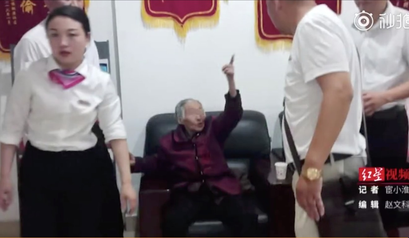 The elderly woman survived the incident unscathed. Photo: Weibo