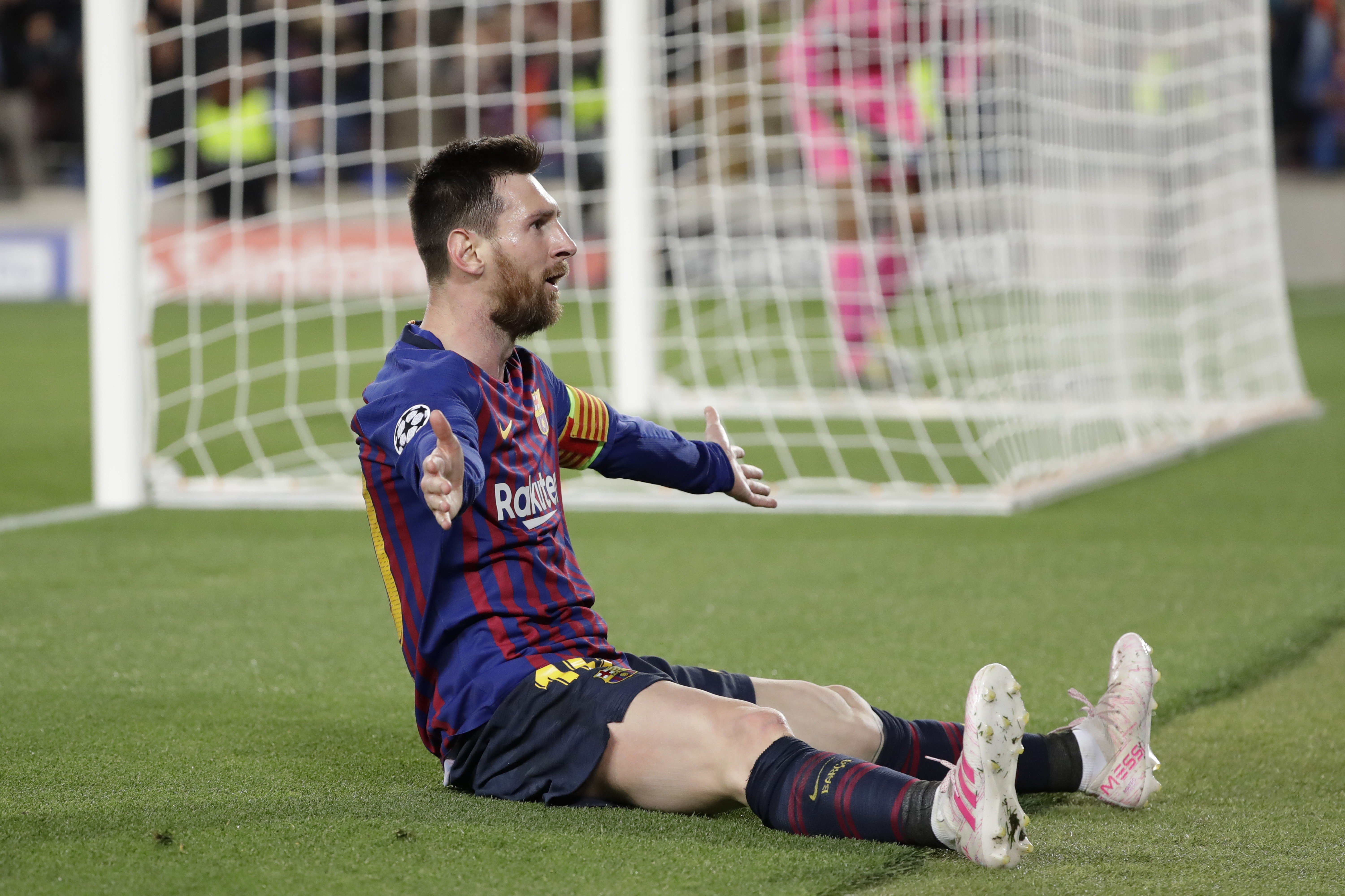 Lionel messis magical free kick against liverpool makes it 600 goals as barcelona fans bow down