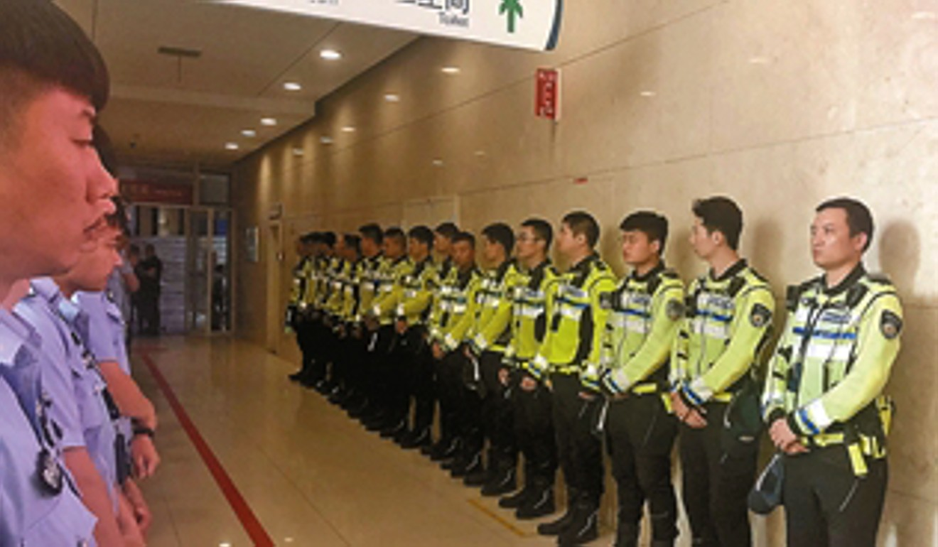 Chinese traffic police mourn officer killed on duty