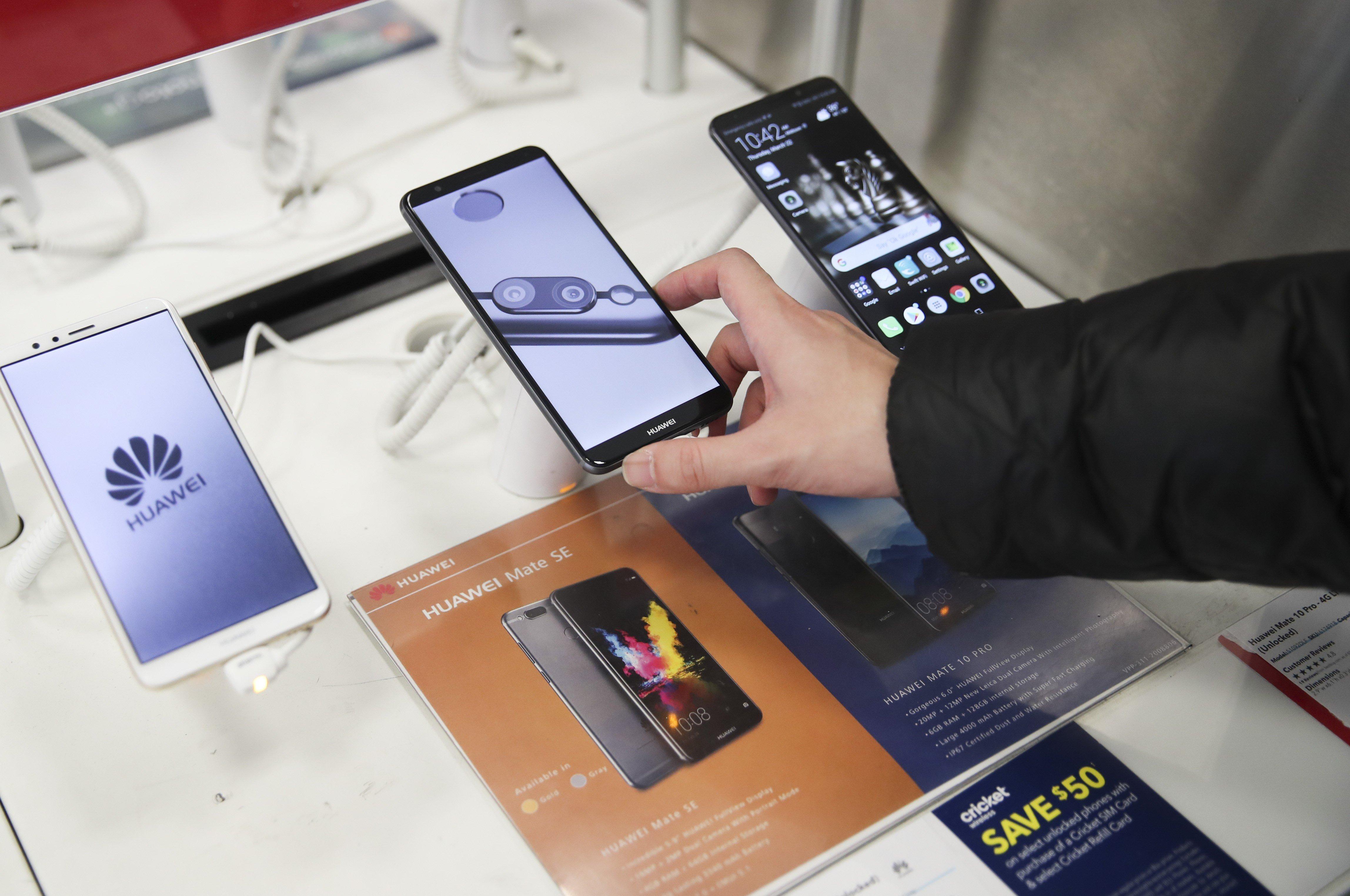 British consumers dump Huawei phones as US-China trade war
