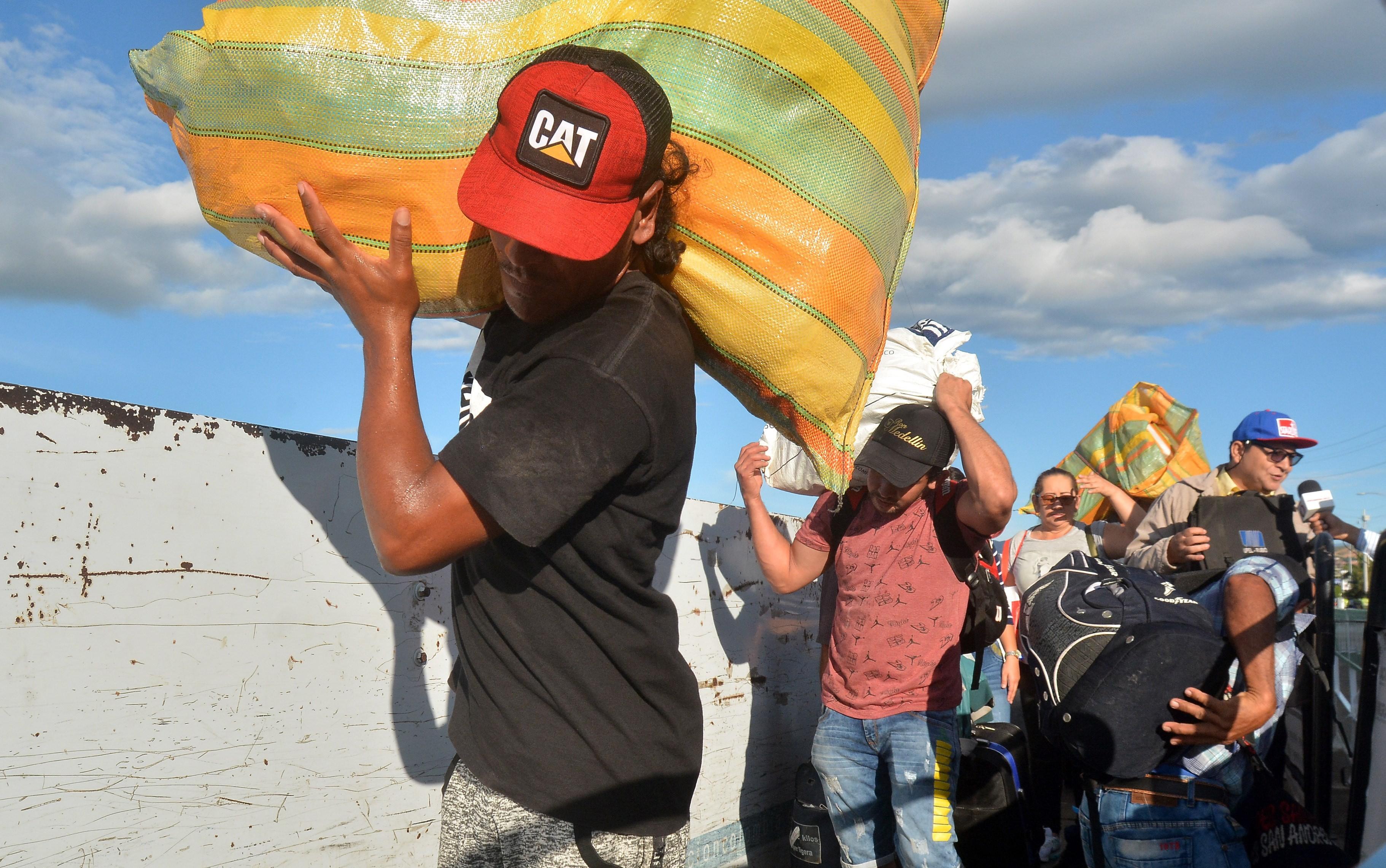Venezuela reopens border to Colombia as UN envoy Angelina