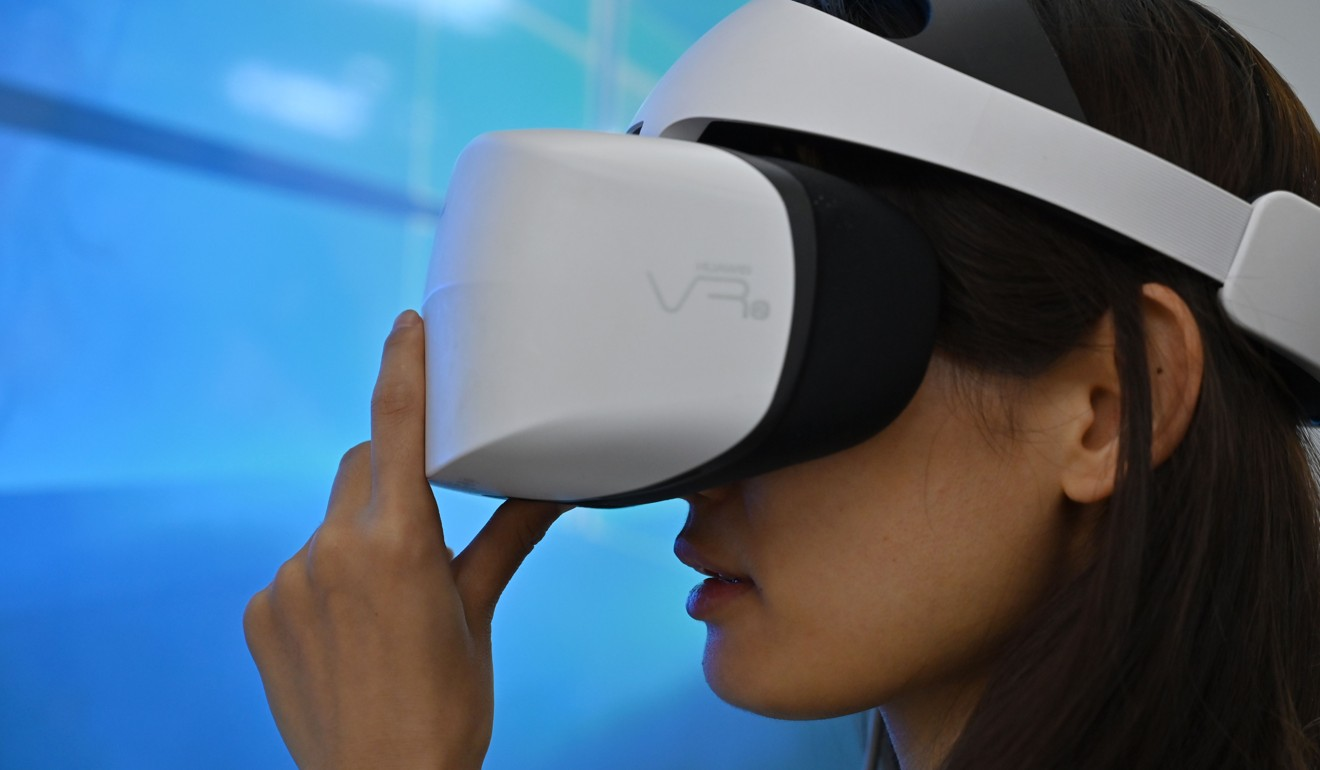 A visitor at the Consumer Electronics Show in Shanghai on June 11 checks a Huawei 3D Virtual Reality headset. Huawei, China's 56 champion, is feeling the brunt of US efforts to cut Chinese tech firms' access to US technology amid the trade war. Photo: AFP