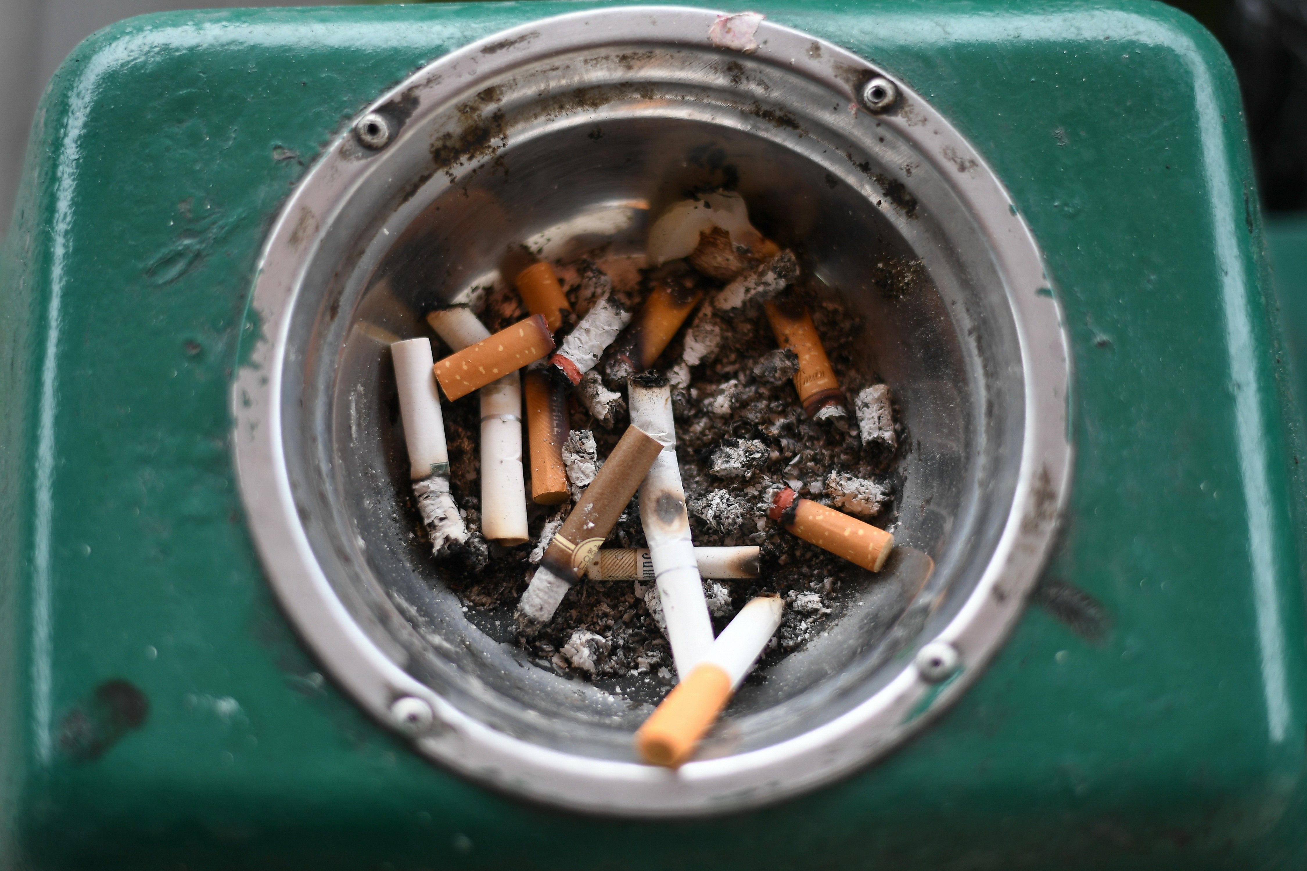 Malaysian smokers buy 1,000 packs of illegal cigarettes each