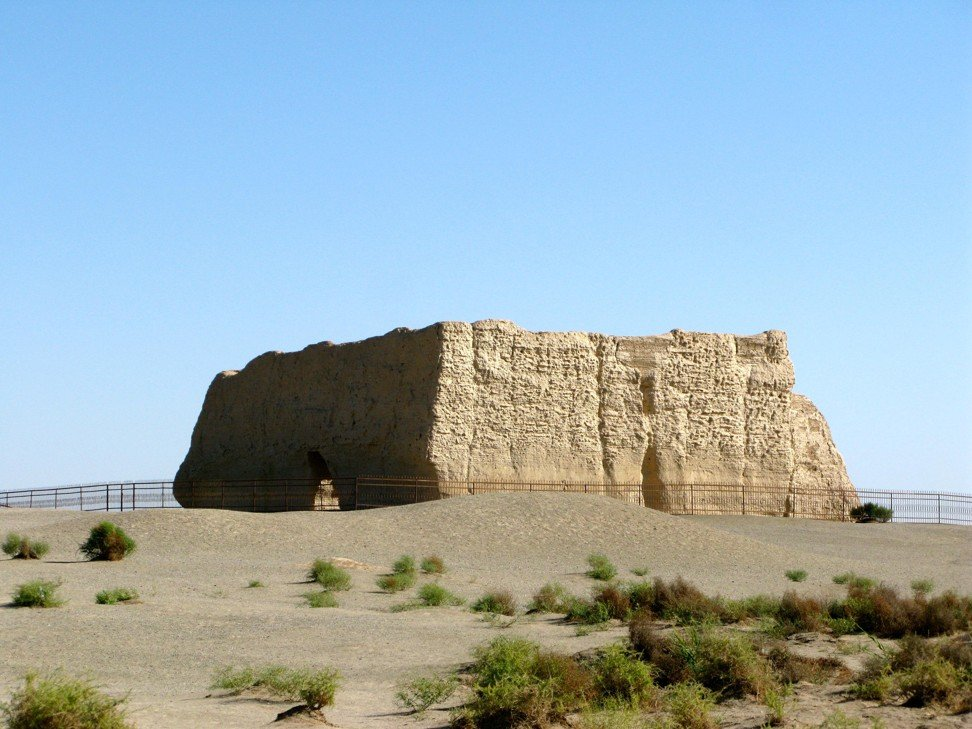 A watchtower made of rammed earth at Dunhuang, a desert outpost at the crossroads of two major Silk Road routes in China's northwestern Gansu province. Photo: Alamy