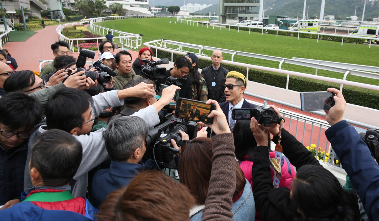 Aaron Kwok is mobbed by the press after the win of Dancing Fighter.