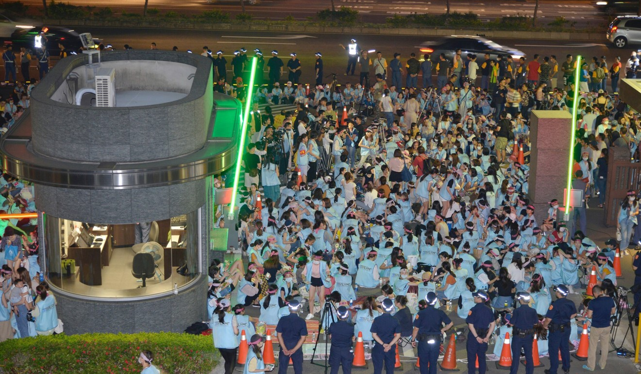 Strike drags on at Taiwan's EVA Air with hundreds more flights cancelled