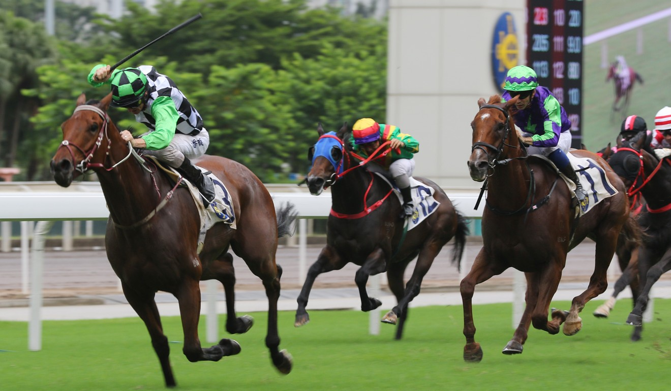 Zac Purton lifts Magic Success to victory at Sha Tin.