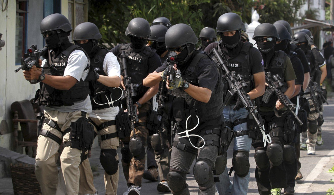 Members of Indonesian police anti-terror unit Special Detachment 88 move into positions as they prepare for a raid in Solo, Central Java, in 2012. Photo: AP