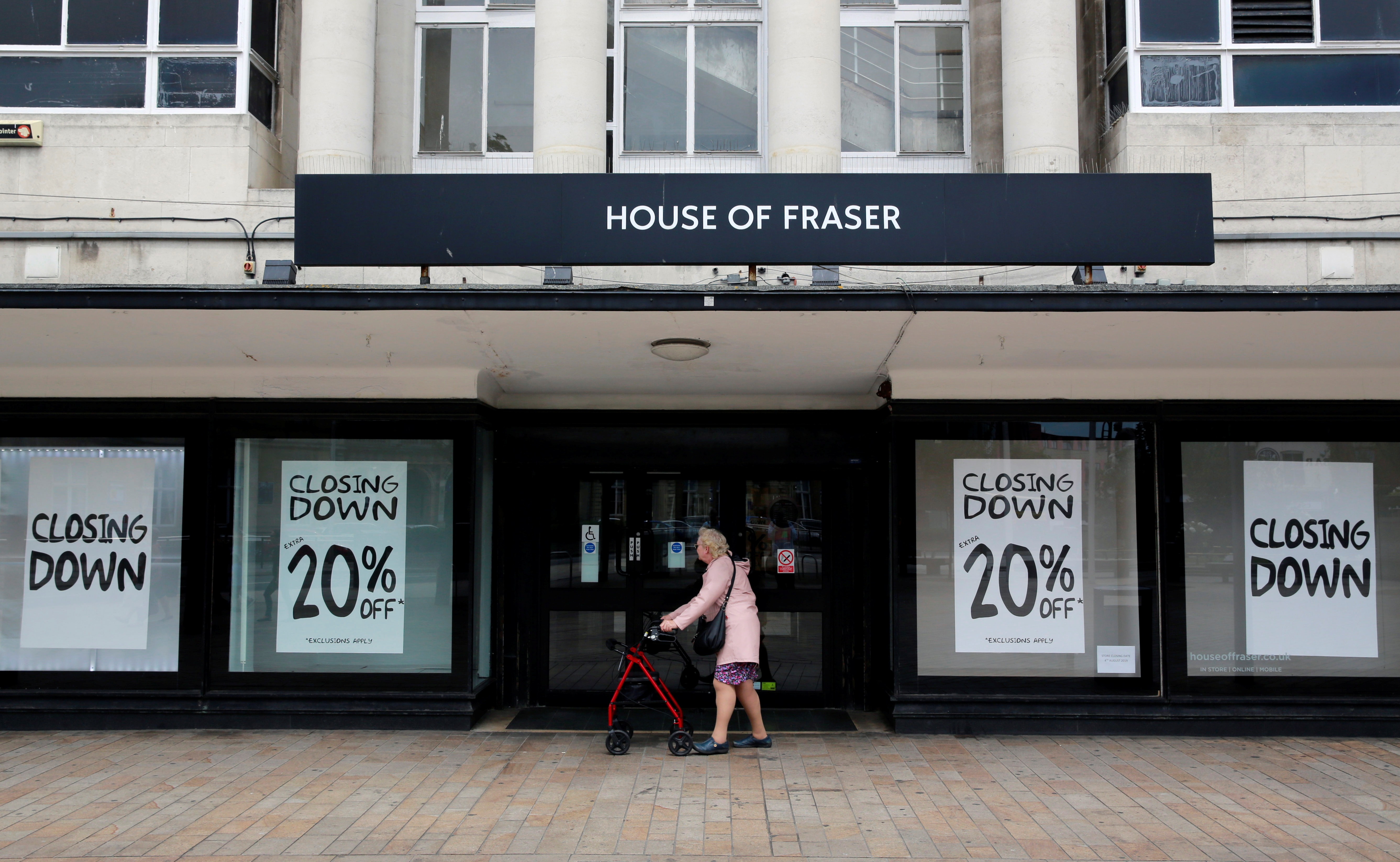 Retail decline in the US and Britain can't be blamed on e