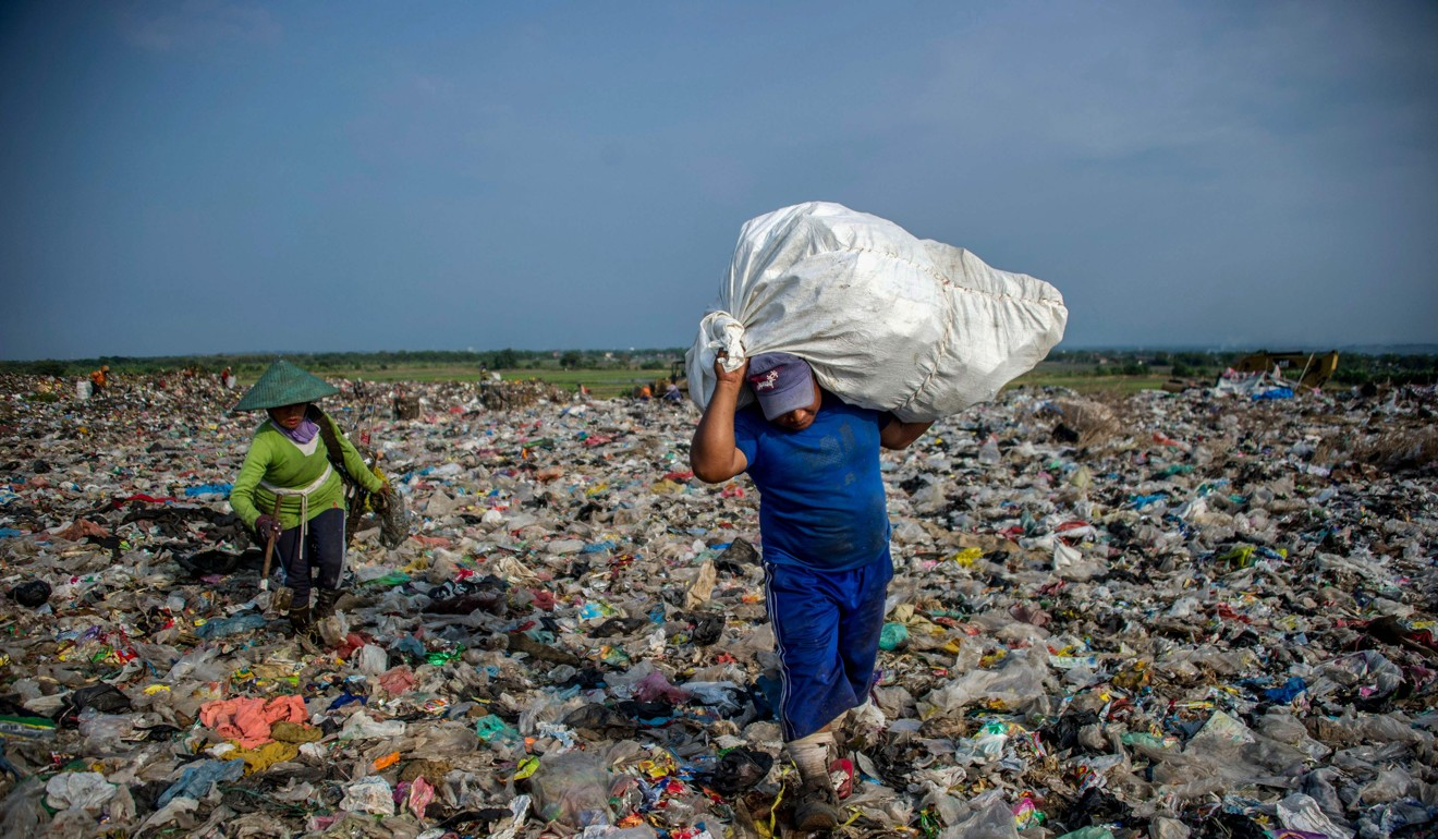 Scavengers collect waste at Sidoarjo garbage dump in East Java, Indonesia. Photo: AFP