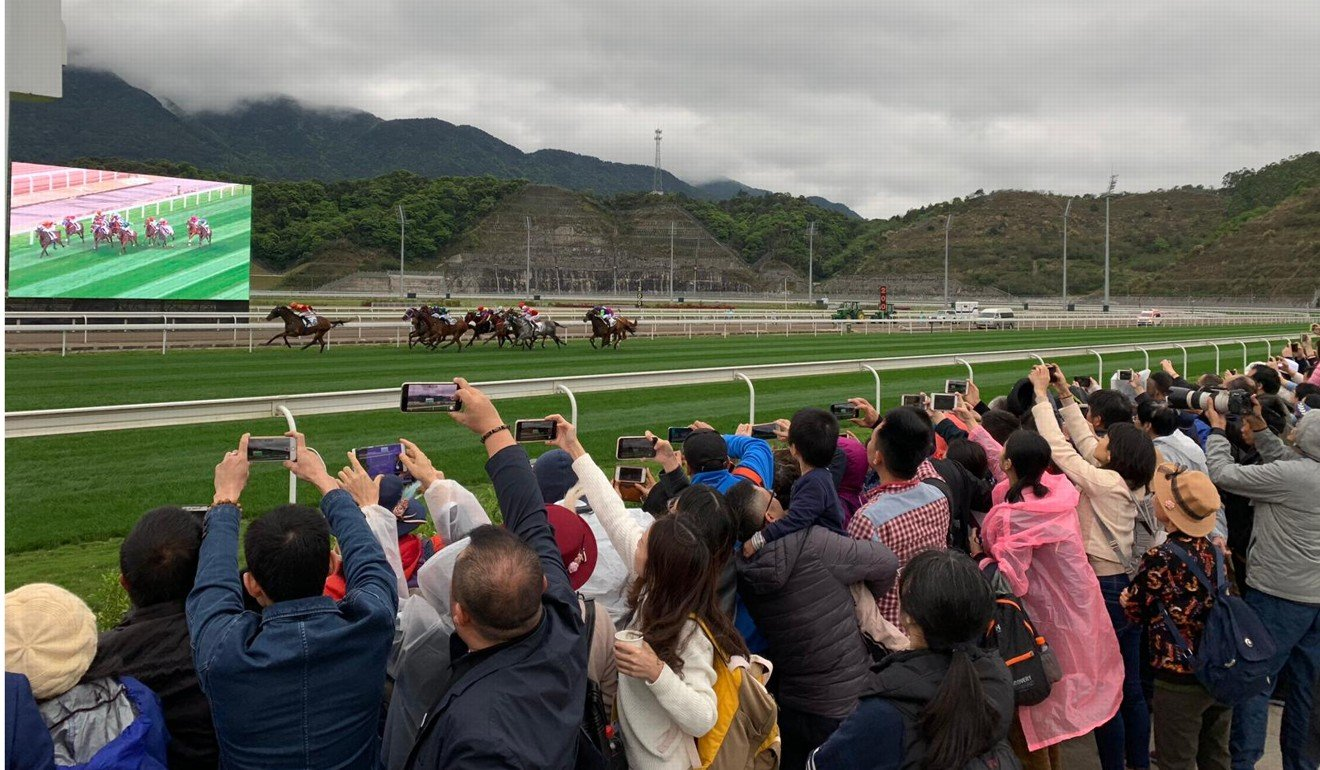 Racing fans watch racing at Conghua. Photo: Kenneth Chan