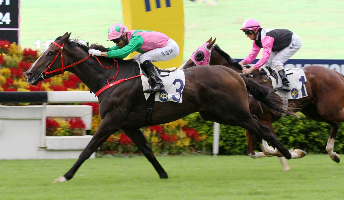Aerohappiness runs down Hello Beauty to win at Sha Tin on Sunday.