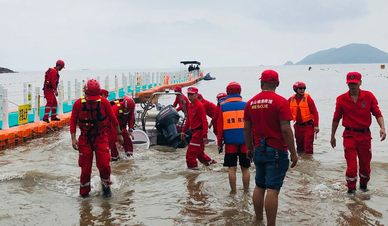 More than 500 police officers were involved in the search for Zhang Zixin, the missing nine-year-old girl whose body was found on Saturday, in waters at a beauty spot in Ningbo, in the eastern province of Zhejiang. Photo: Sohu