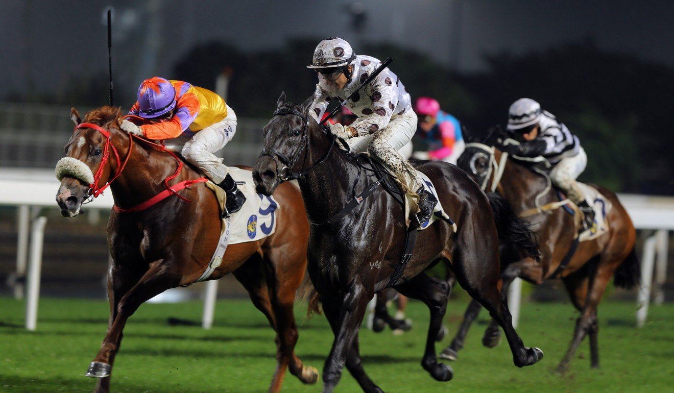 Superich (inside) is narrowly beaten by World Record at Sha Tin.