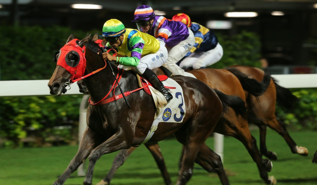 Clement Legend wins at Happy Valley under jockey Karis Teetan.