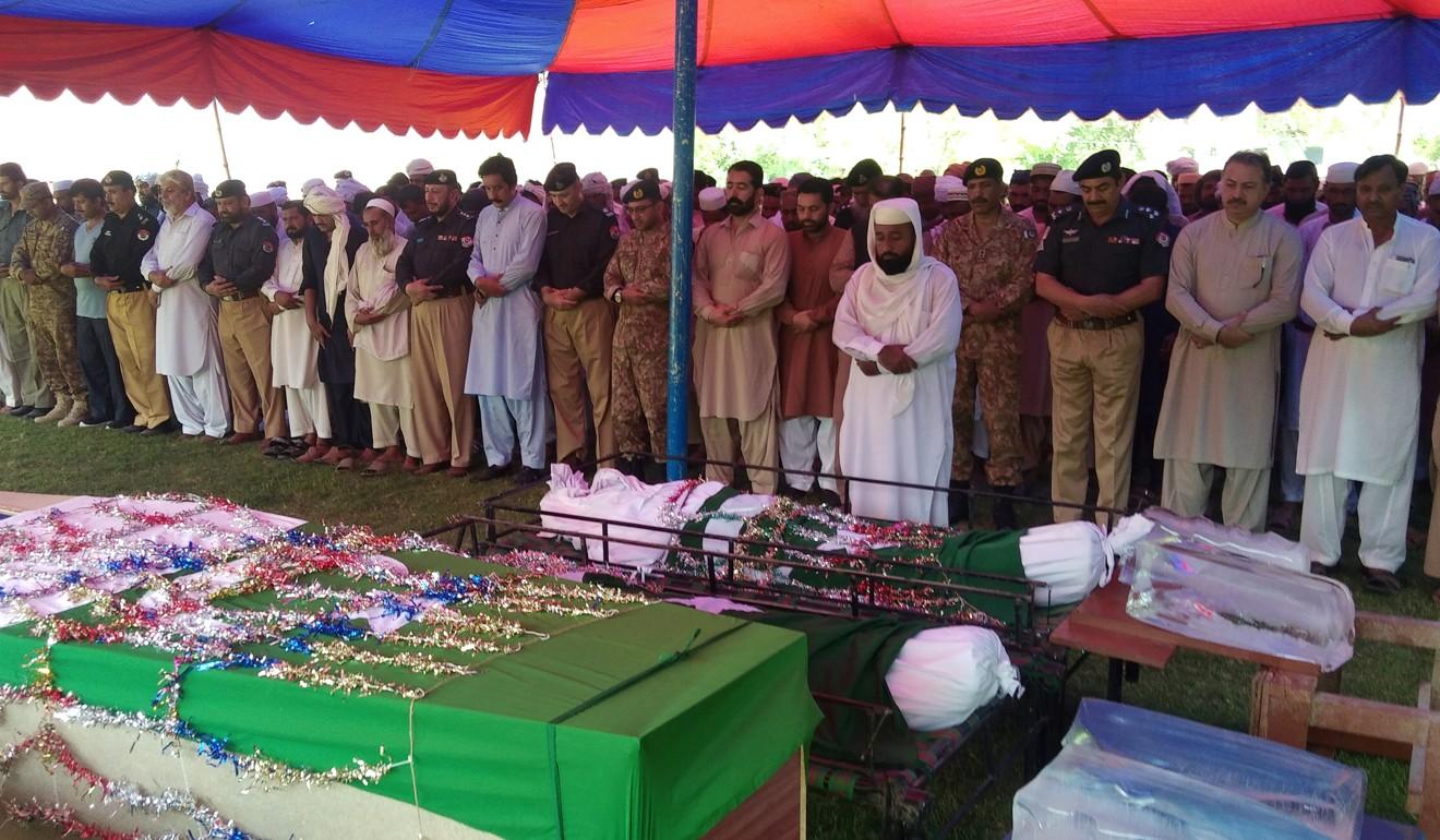 Female suicide bomber strikes hospital in Pakistan, killing 9