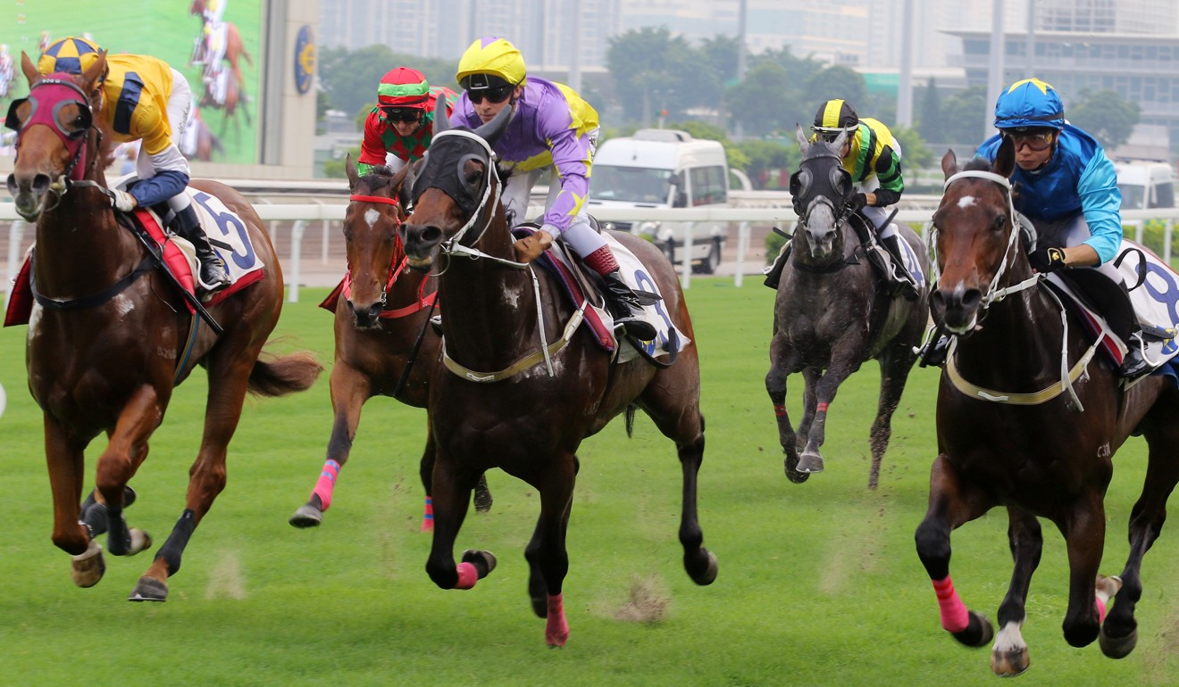 Lyle Hewitson rides California Archer (centre) in a trial at Sha Tin.