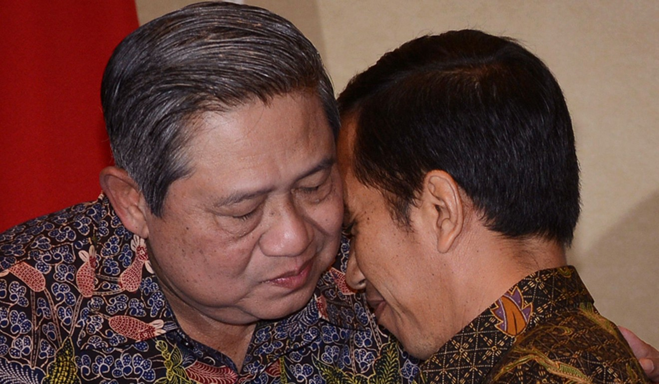 Susilo Bambang Yudhoyono embraces his successor Joko Widodo in August 2014. Photo: AFP