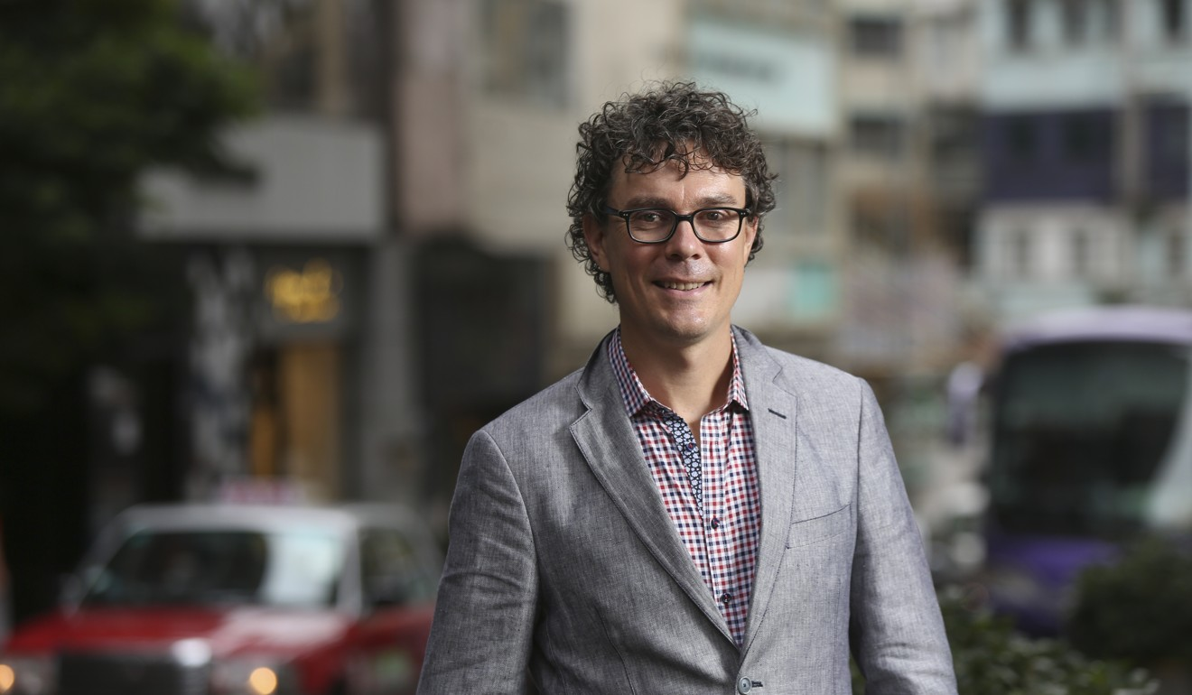 Scott Jurek, a running legend and a vegan, makes his own healthy whole foods for check points. Photo: Chen Xiaomei