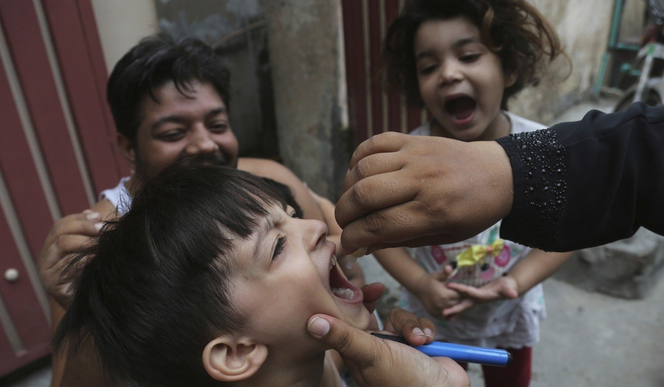 Anti-vaxxers and 'blackmail' fuel polio comeback in Pakistan