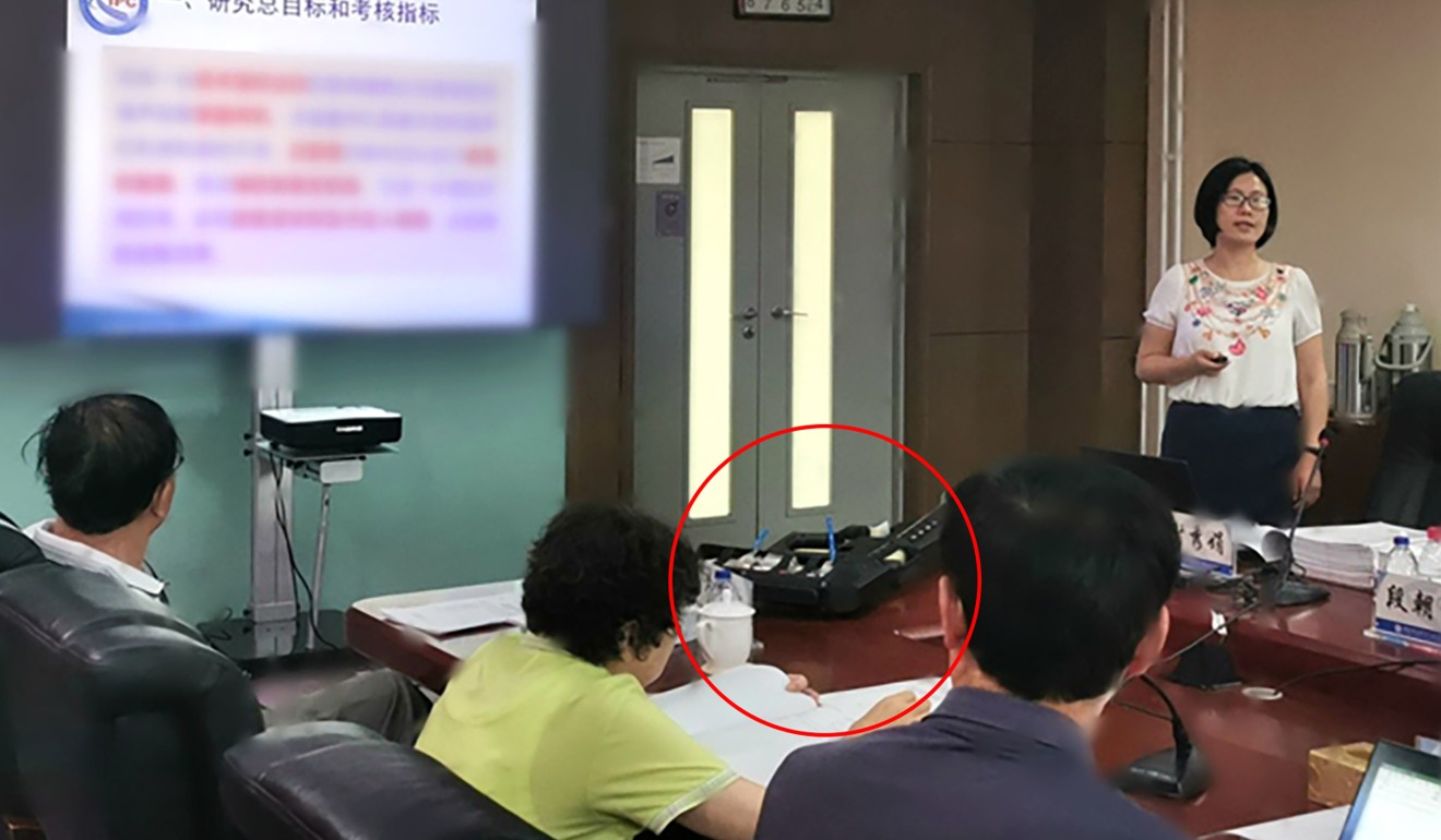 Professor Xie Xiujuan discusses the portable sonic rifle (circled) with the government science panel sent to evaluate it. Photo: CAS