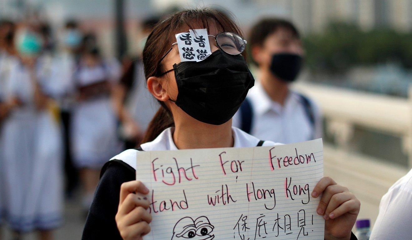 Hong Kong's school students and teachers are suffering from emotional problems over anti-government protests, survey finds