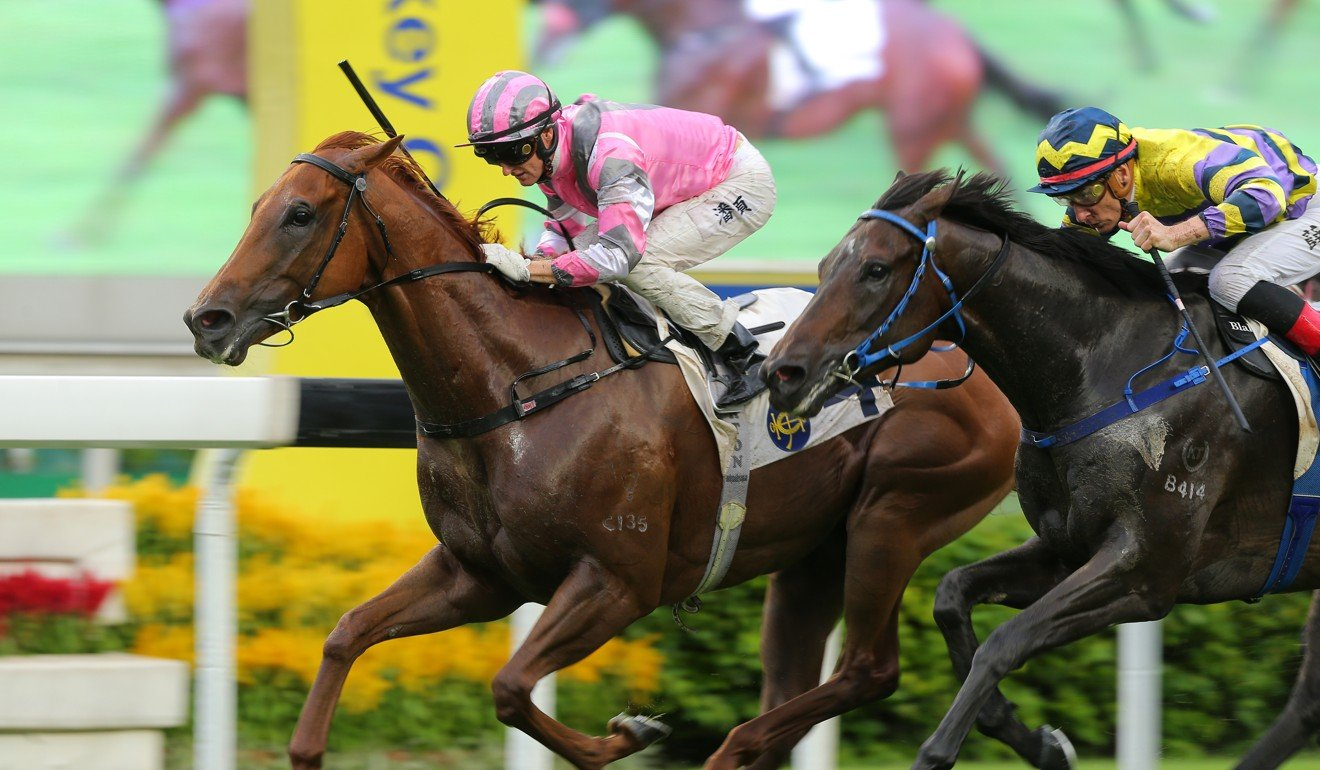 Band Of Brothers (inside) holds off War Room to win at Sha Tin.