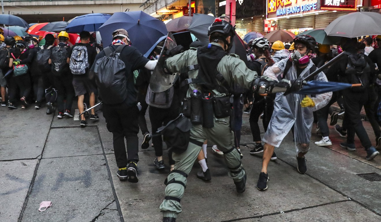 Police clash with protesters during a demonstration against the anti-mask law. Photo: Sam Tsang
