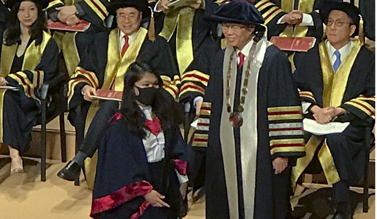 Teng Jin-guang refused to shake hands with a masked graduate. Photo: Chan Ho-him