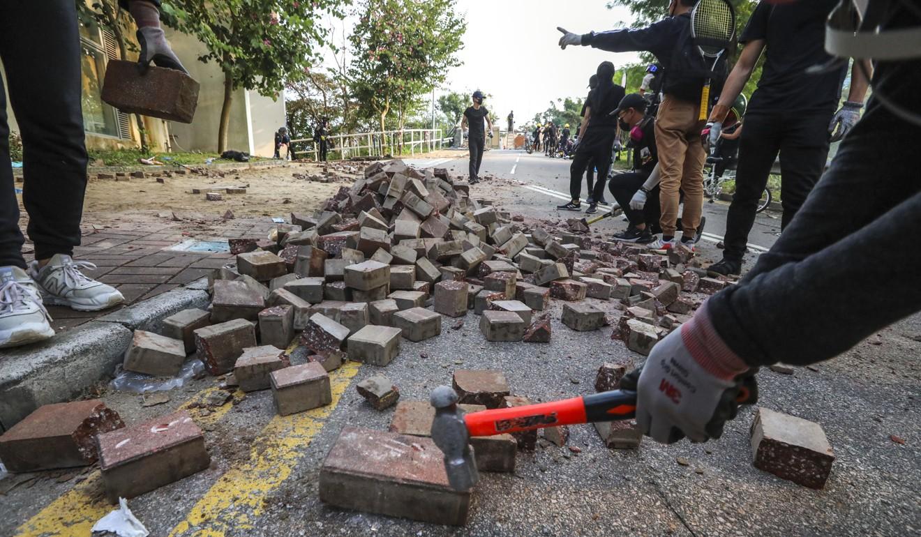 Protesters dig up bricks near Sha Tin. Photo: Felix Wong