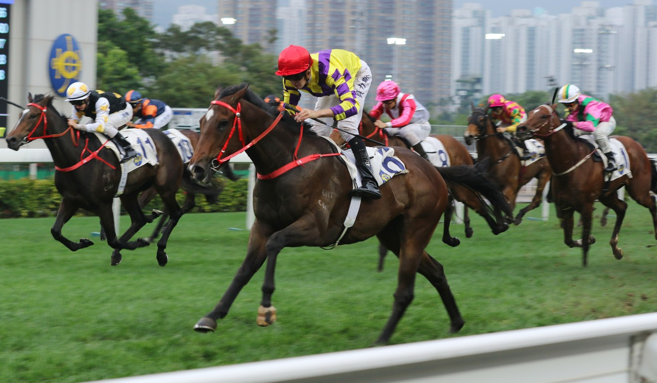 Regan Bayliss eases down Champion's Way after an easy win at Sha Tin.