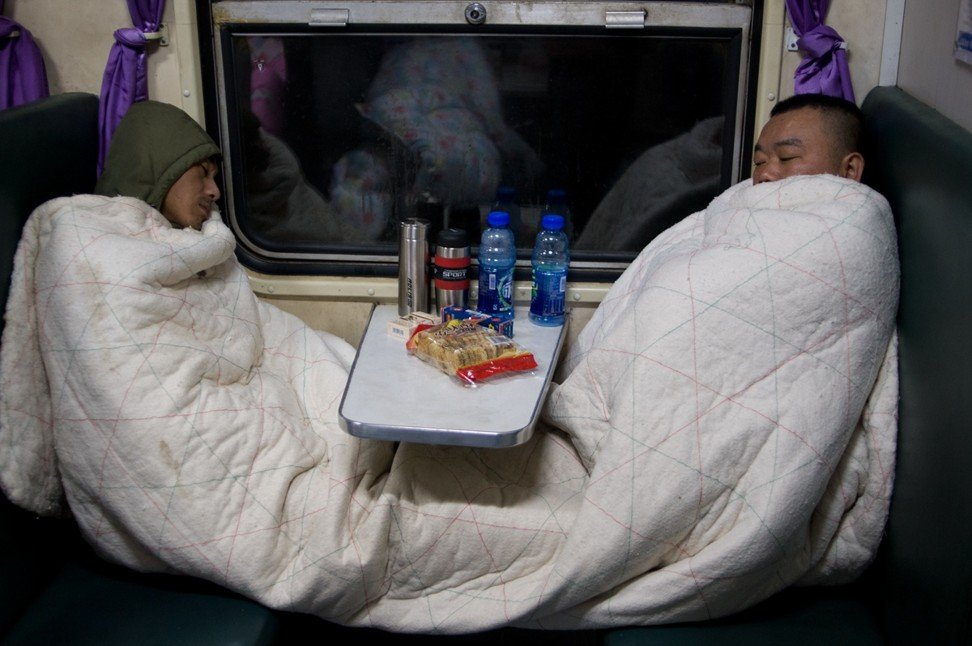 Train No 3256 from Shanghai to Chengdu, in February 2017. Migrant workers who travel home for Lunar New Year often carry their own quilts as there are no heaters in some green trains. Photo: Qian Haifeng