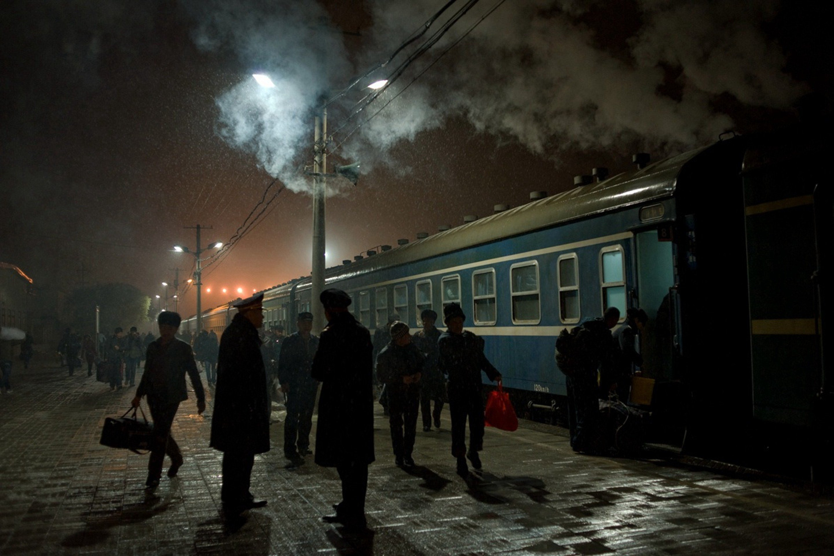 People board train No 7558 (Kashgar to Urumqi) at Kashgar railway station, in the Xinjiang Uygur autonomous region, in November 2013. Photo: Qian Haifeng