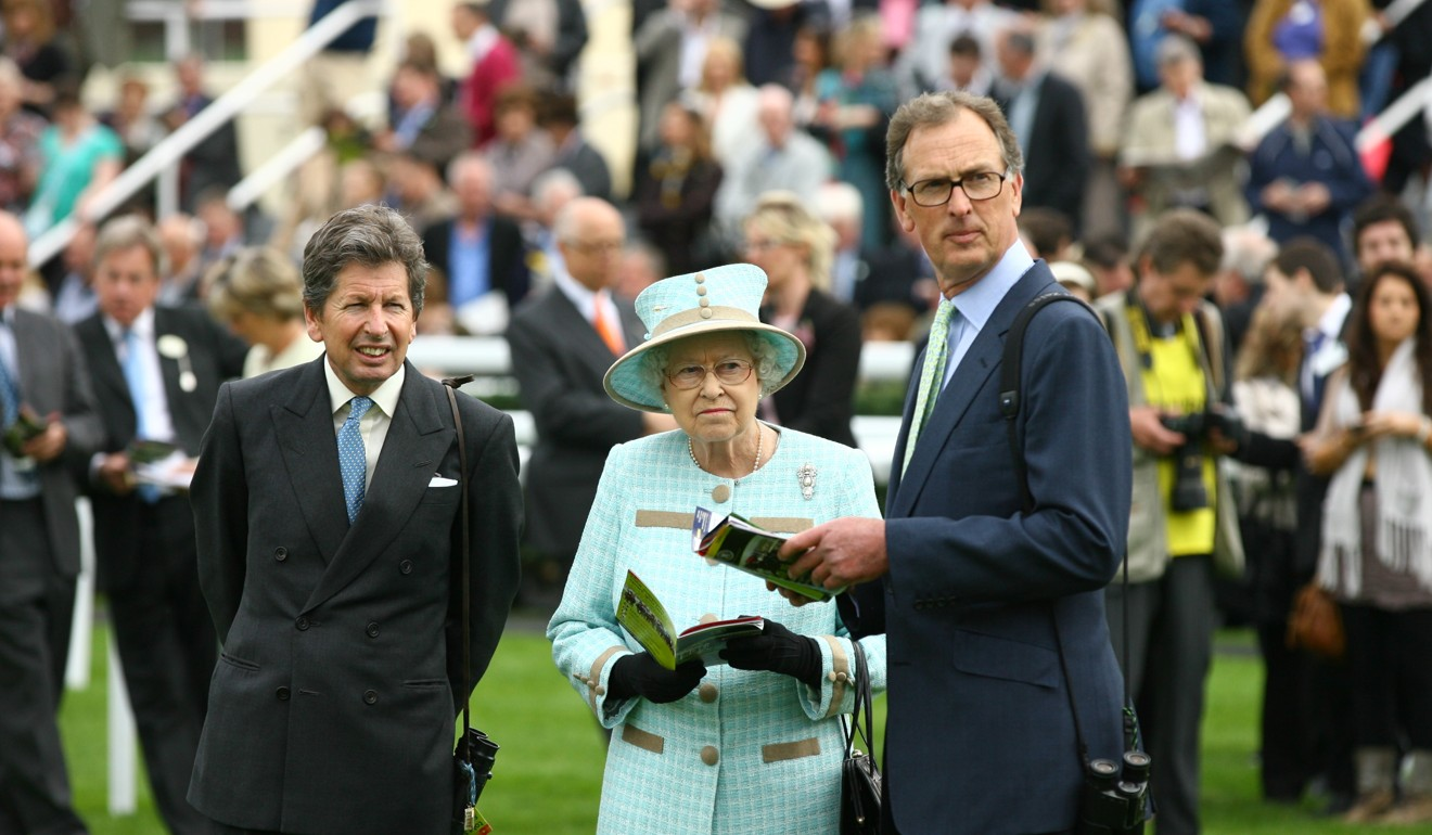 The Queen with racing manager John Warren (left) and trainer Roger Charlton (right) at Newbury. Photo: Racingfotos.com