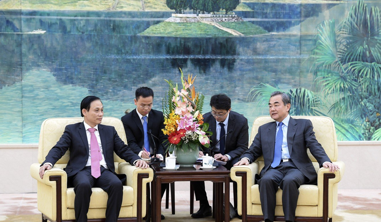 Chinese foreign minister Wang Yi (right) met with Vietnamese deputy foreign minister Le Hoai Trung in Beijing. Photo: Xinhua