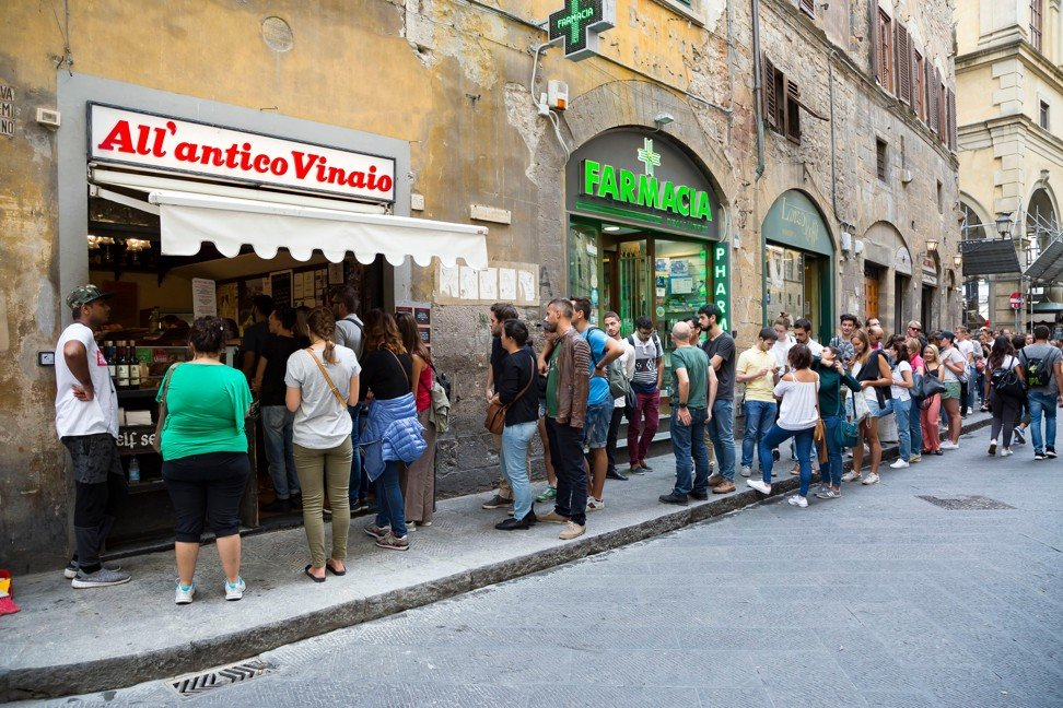 Snacking has been banned near the three All'antico Vinaio sandwich shops in Florence, Italy. Photo: Alamy