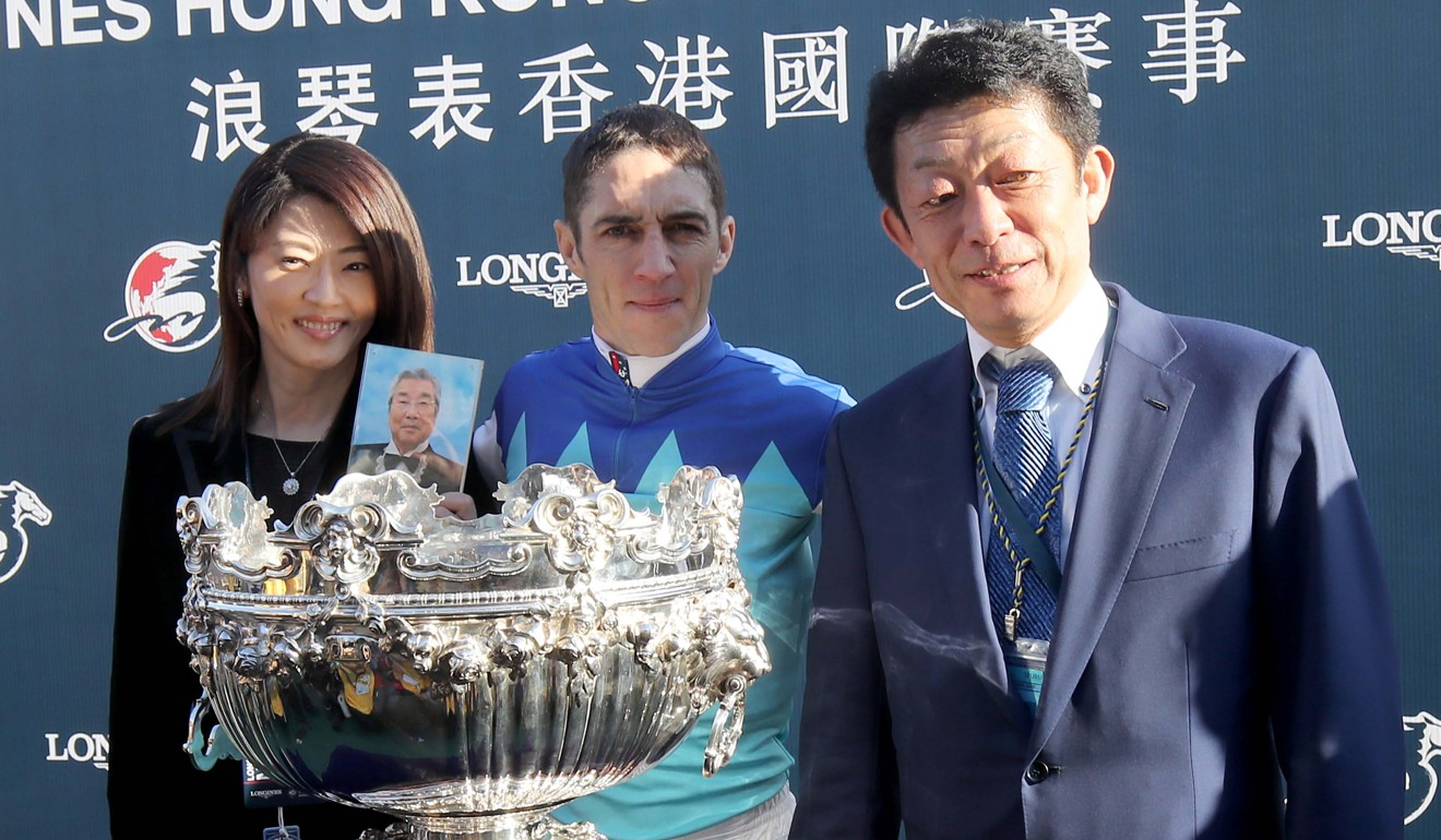 Admire Mars' connections after the Hong Kong Mile, with Mrs Kondo holding a photo of her late husband Riichi.