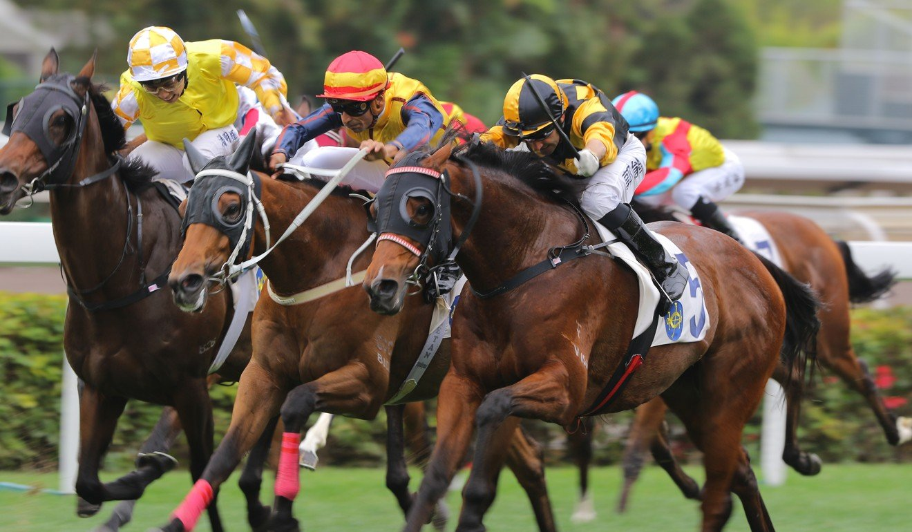 Neil Callan (outside) boots home King's Man at Sha Tin.