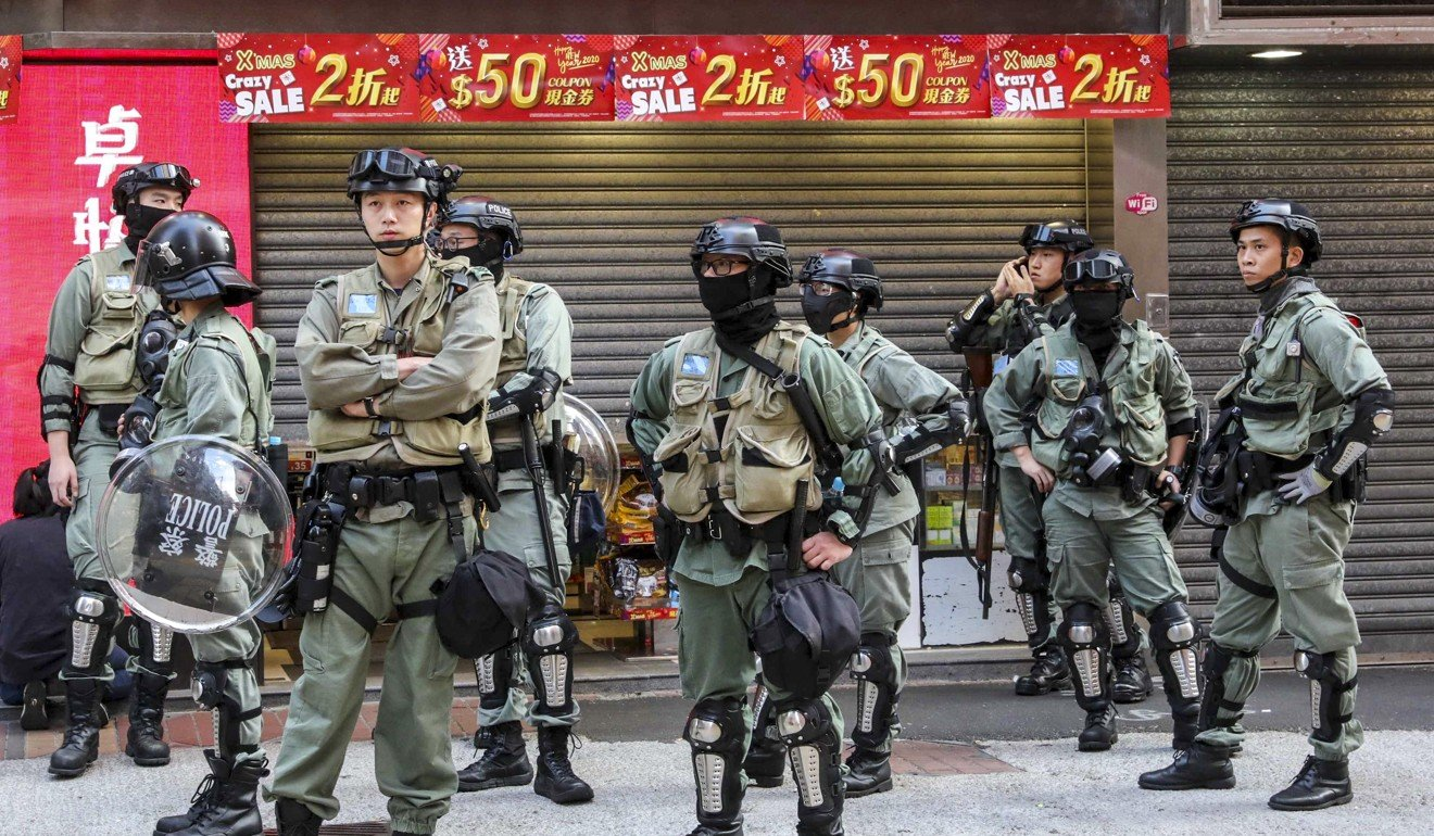 Riot police stand guard in Mong Kok. Photo: Felix Wong